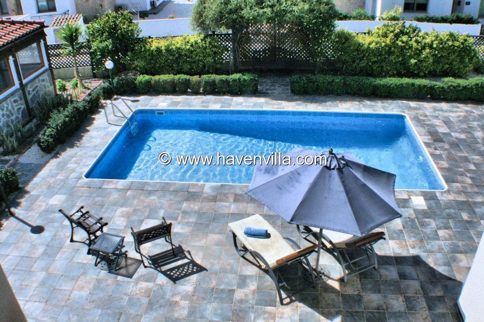 Coral Bay villa 400